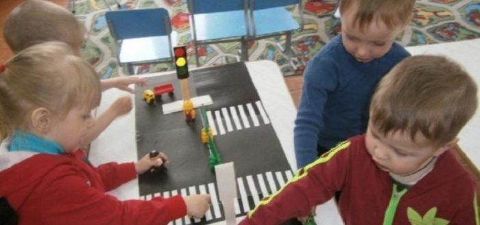 Занятия по ПДД необходимо практиковать с самого раннего дошкольного возраста, чтобы выработать у детей важные для жизни привычки