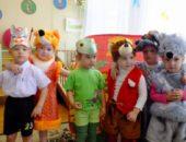 Дети в костюмах персонажей сказки Теремок