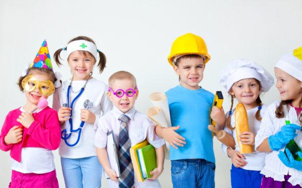 Дети в костюмах различных специалистов