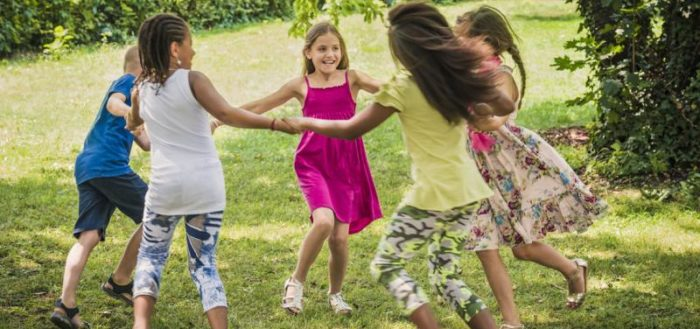 Хороводные игры сохранились с древних времён и не теряют популярность у современных детей