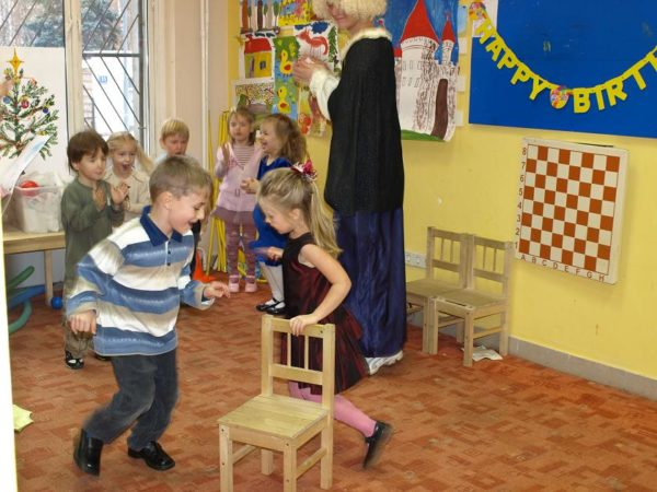 Игра «Займи стул»