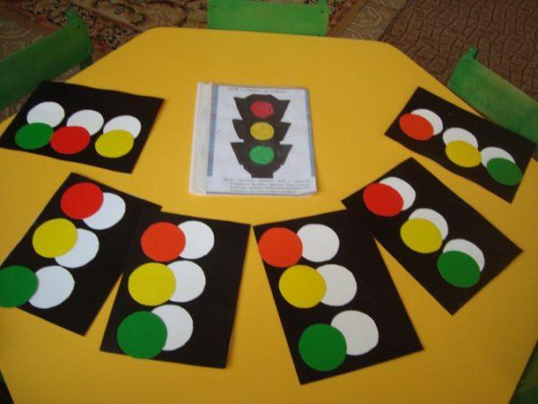 Макеты светофоров с цветными кругами-сигналами