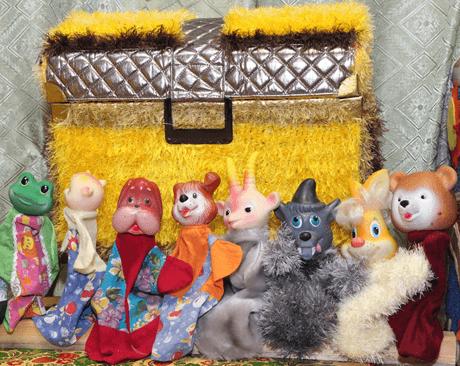 Перчаточные куклы и жёлтый сундук