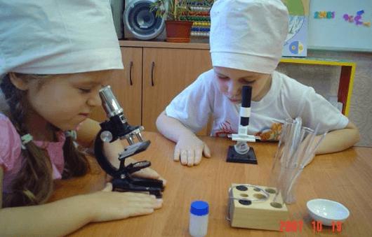 Старшие дошкольники в опытной лаборатории