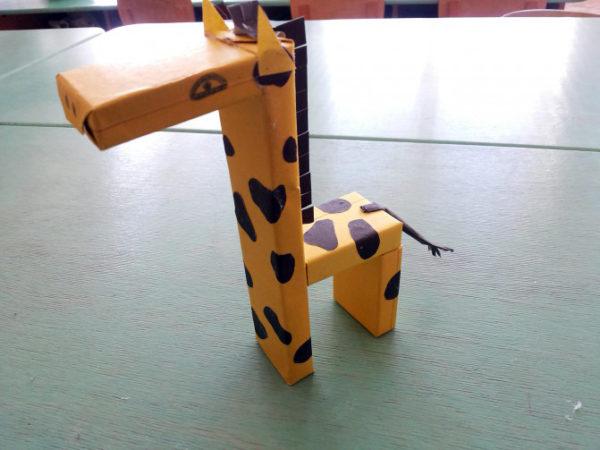 Жираф из коробочек