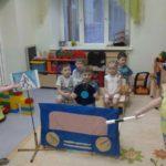 Ребята играют в «Проезжую часть»