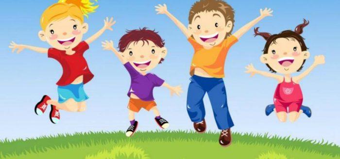 Дети-анимационные персонажи радостно подпрыгивают