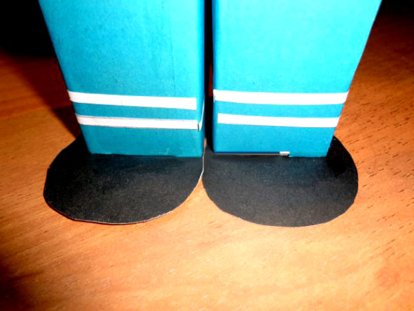 Ноги с силуэтами ботинок