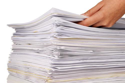 Большая стопка листов бумаги