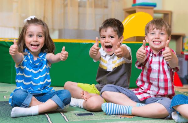 Дети испытывают положительные эмоции в детском саду