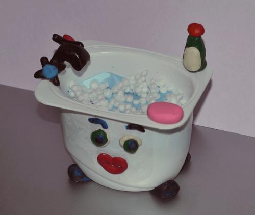 Рукомойник из стаканчика из-под йогурта