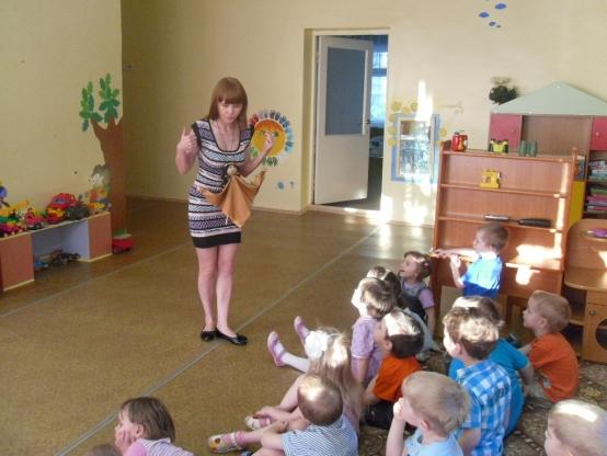 Воспитатель рассказывает от имени куклы на фартуке
