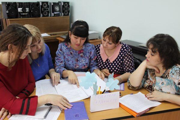 Педагоги обсуждают конспект занятия