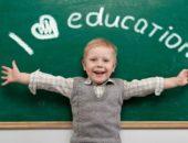 Мальчик у доски с надписью I love education