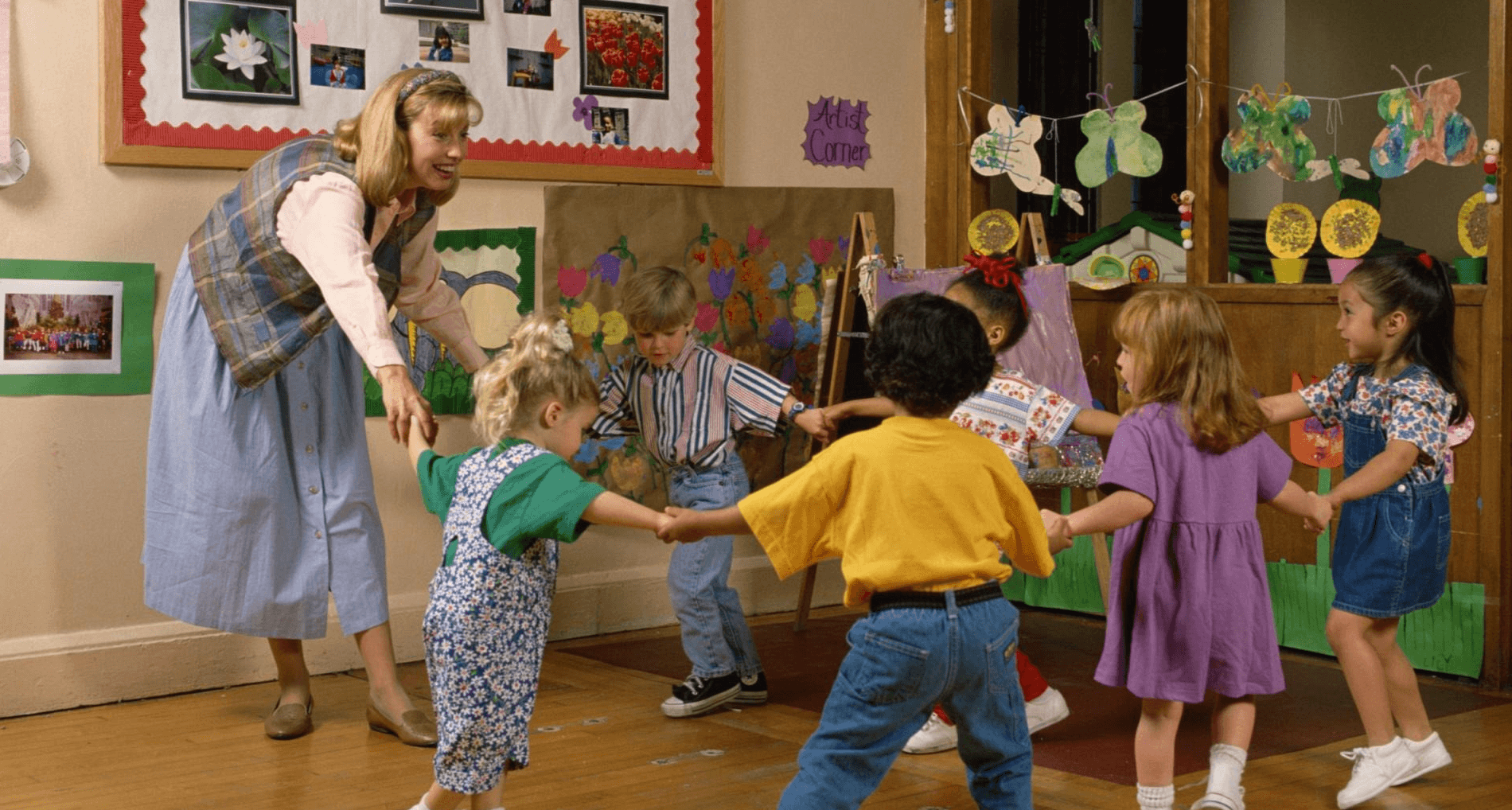 Девушка модель работы с детьми на день в средней группе работа в катаре для девушек