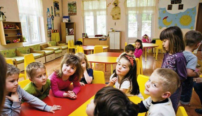 Дети на занятии в группе
