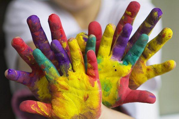 Детские ладошки в краске