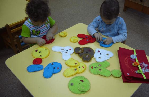 Забавные зверята (дети подбирают ушки игрушечным зверятам)