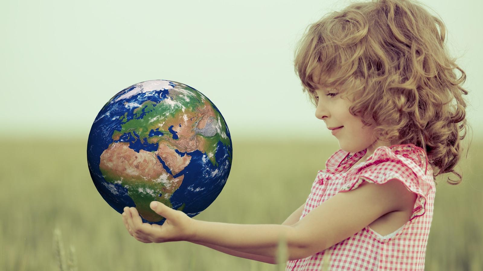 Дети и земной шар картинка
