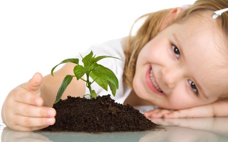 девочка с растением