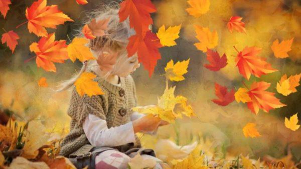 Девочка и осенние листья