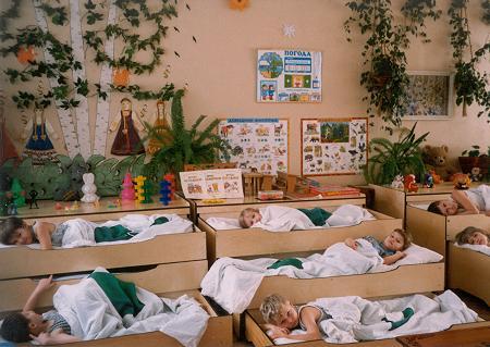 Дети спят в детском саду