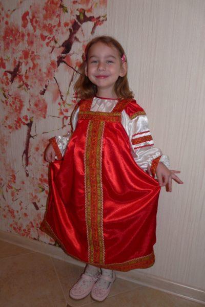 русский сарафан на девочке