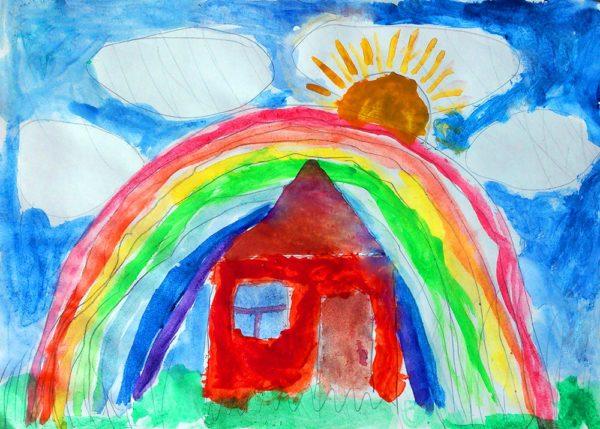 Детский рисунок: домик, радуга, солнце