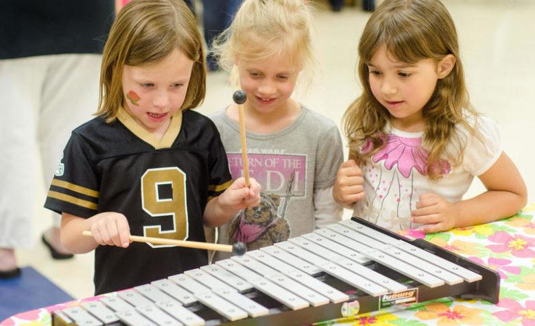 Музыкальные занятия необходимы для гармоничного развития личности старших дошкольников.