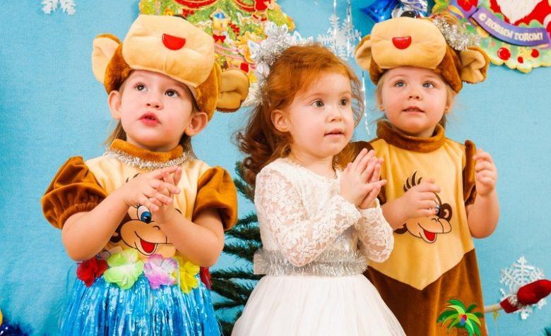 Малыши ясельной группы всегда очень трогательно читают новогодние стихи