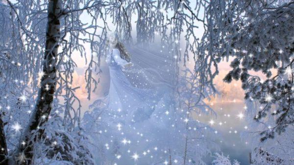 Метель кружится в лесу в виде сказочной царевны