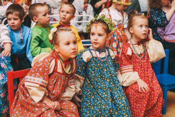 Дети на фольклорном празднике