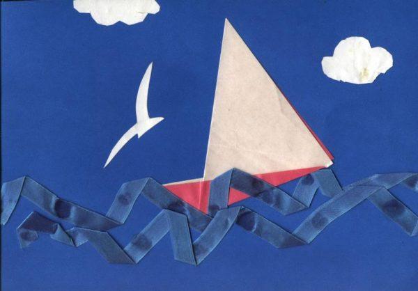 Парусник в технике оригами и волны из атласной ленточки