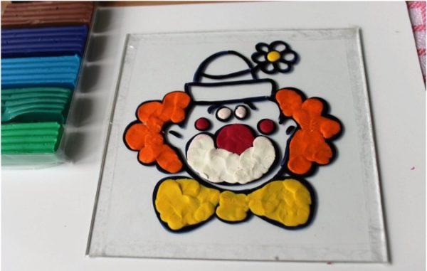 Клоун в витражной пластилинографии