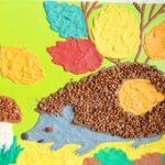 Ёжик, гриб и осенние листья