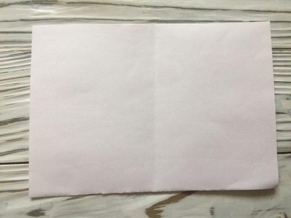 Лист бумаги с обозначенной границей