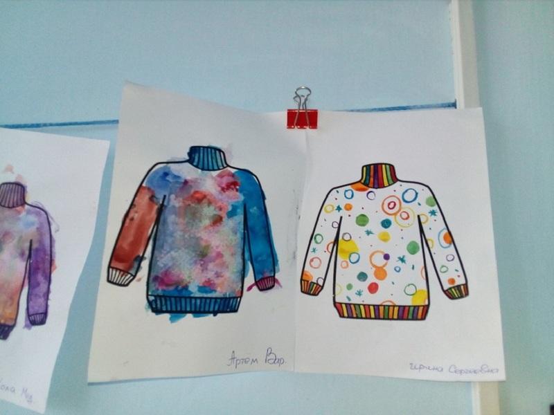 Дошкольникам всегда нравится украшать узорами предметы одежды