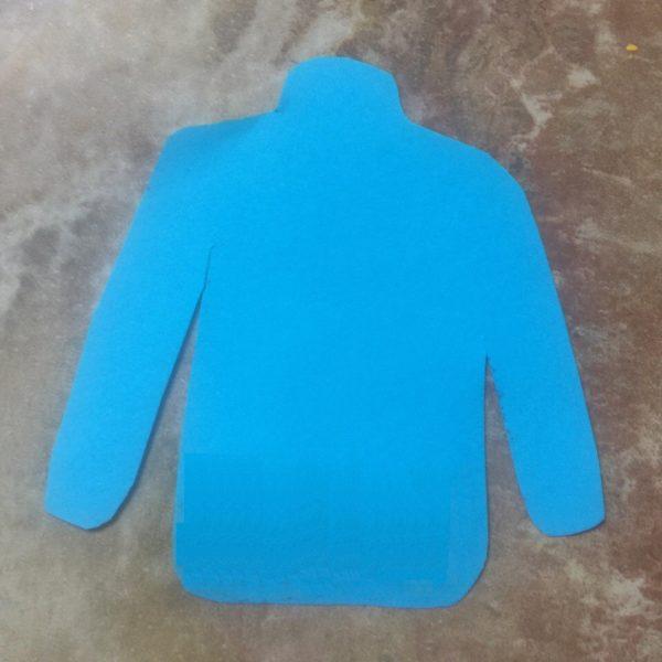 Заготовка свитера из голубой бумаги