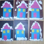 Голубые домики в снегу ночью