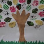 Дерево с листьями из ткани