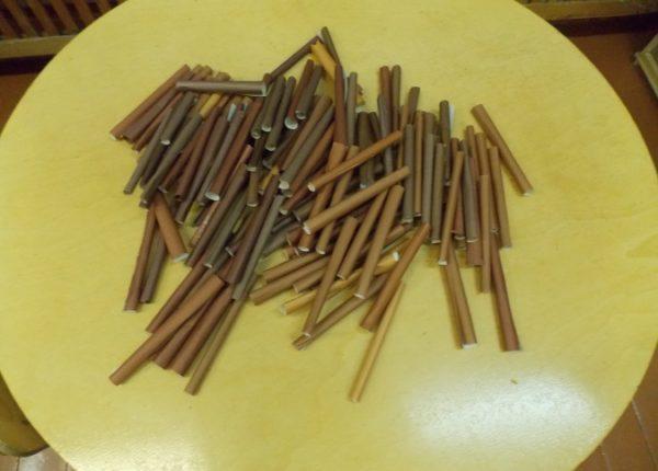 Брёвнышки из коричневой бумаге