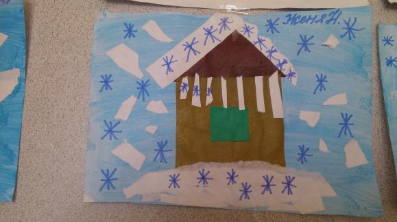 Дом в снегу: тонированный гуашью фон и нарисованные фломастером снежинки