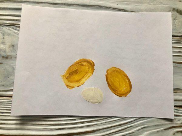 Яички на белом фоне