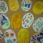 Детские работы «Яички простые и золотые»