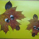 Волк и лиса из листьев