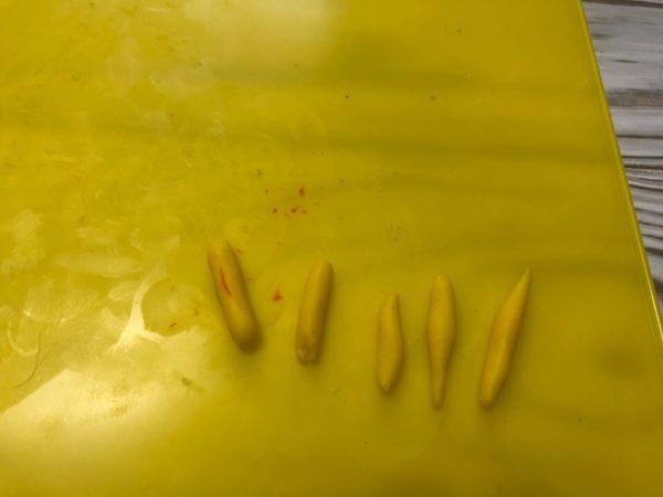 Колбаски из пластилина