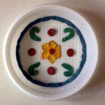 Орнамент из пластилина на тарелочке