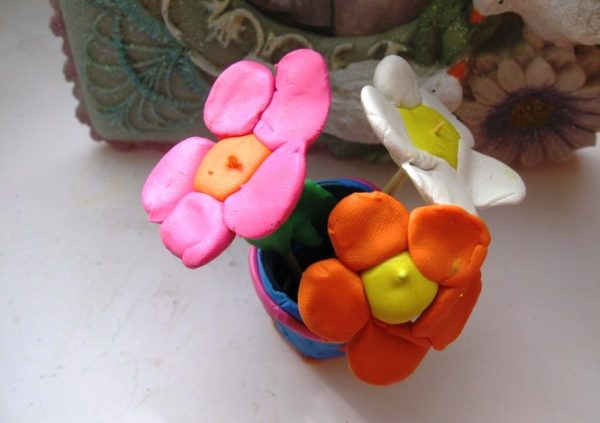 Пластилиновые цветы в горшке