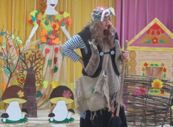 Баба Яга в детском саду