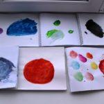 Мячики красками